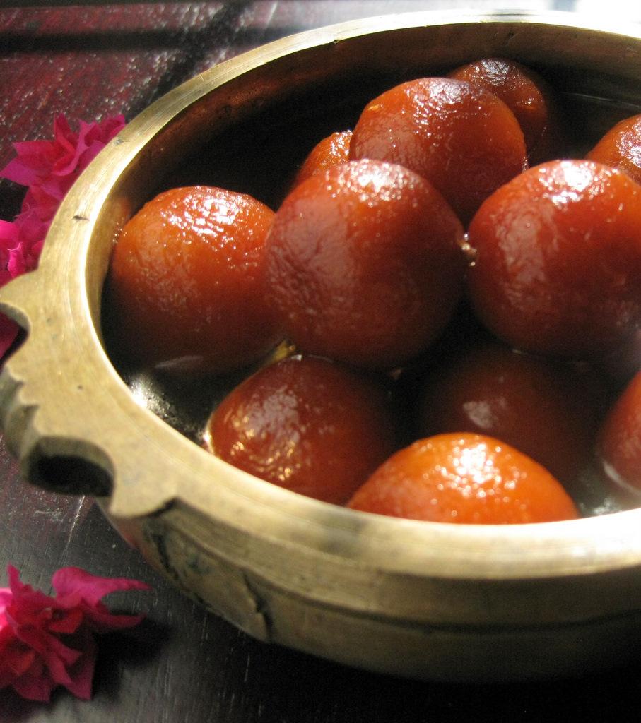 Indian Dessert: Gulab Jamun