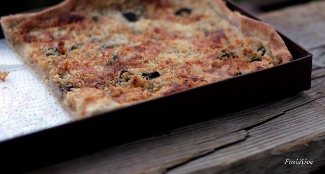 Crostata gorgonzola funghi e crumble