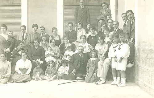 Hermanas Bellido con sus padres y familiares