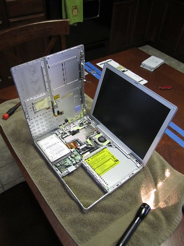 "Inside the 12"" PowerBook G4 1.5 GHz"