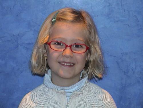 """Hágale a su hijo fotos divertidas con gafas para que se vea guapo y sobretodo no le haga quitar las gafas para hacerle una foto a menos que sea imprescindible porque ellos lo perciben como que """"está más feo"""""""