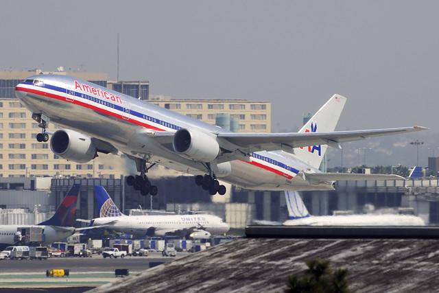 American Airlines Boeing 777-223 (N766AN)