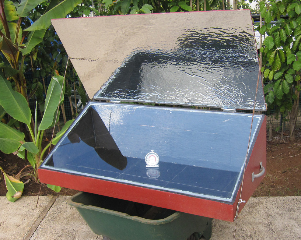 Solar oven with better reflector