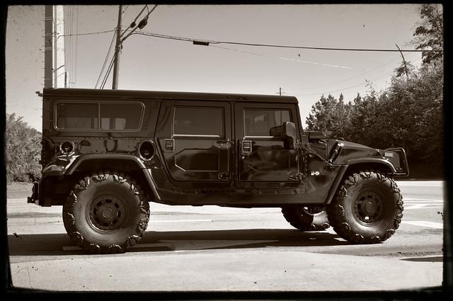 urban blackandwhite bw white black monochrome truck blackwhite automobile gm jeep offroad 4x4 alpha hummer h1 humvee civilian generalmotors urbanassaultvehicle ttv amgeneral worldcars