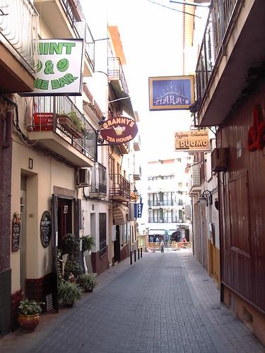 En pleno casco antiguo de Benidorm se vende bar.  Solicite más información a su inmobiliaria de confianza en Benidorm  www.inmobiliariabenidorm.com