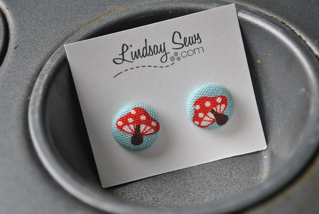 New button earrings - mushrooms
