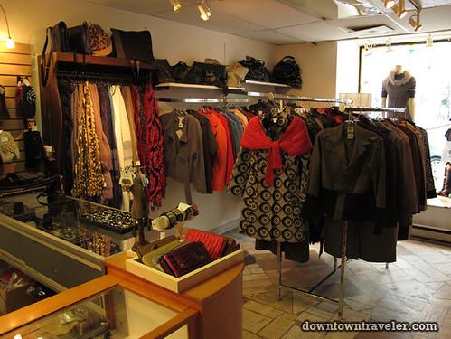 Friperie et bijoux thrift store in Montreal 4