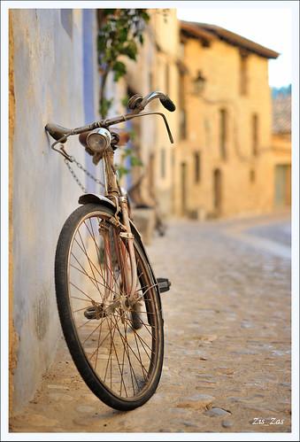 Old bike, old memories by Zis_Zas