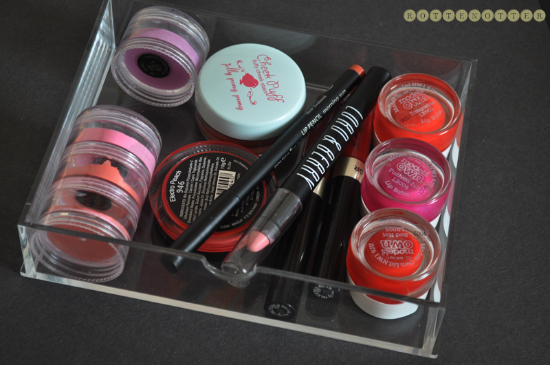 how i store lipsticks and every day products 01
