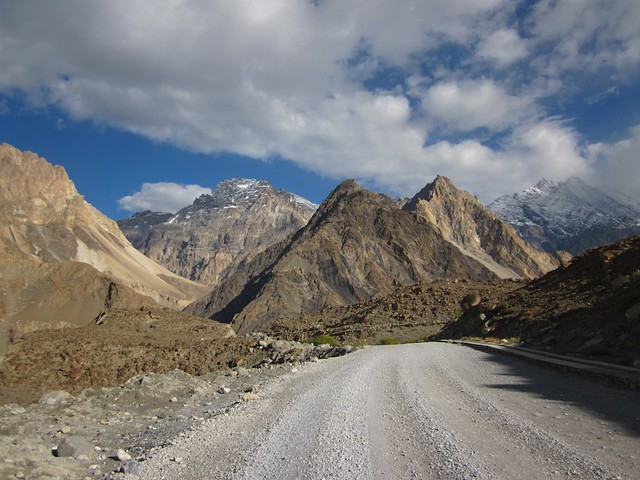 The road to Passu
