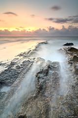Amanecer en Cabo Cervera (Carlos J. Teruel) Tags: longexposure espaa sunrise mar nikon paisaje amanecer nubes d300 2011 cabocervera tokina1116 xaviersam singhraynd3revgrad
