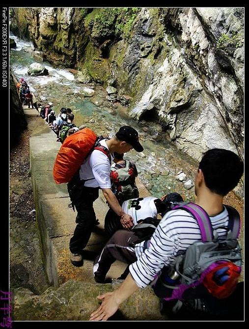 trekking in Tianshengqiao