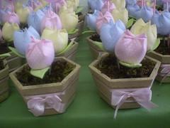 P1010021 (viviane venancio) Tags: aniversario tulipas minnie decorao presente festainfantil centrodemesa cachepo lembraninha babydisney