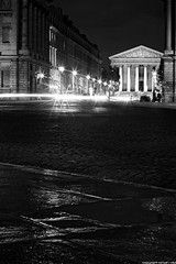 Place de la Concorde et Eglise de la Madeleine - Paris (romvi) Tags: city longexposure light bw white black paris france cars church monument architecture buildings de lights la blackwhite nikon europe noir haussmann place noiretblanc f14 famous trails 85mm icon nb cobblestones chiesa concorde villa lighttrails capitale madeleine et blanc romain eglise ville placedelaconcorde voitures pavs batiments haussmannien samyang eglisedelamadeleine lumires longuepause d700 romainvilla romvi samyang85mmf14