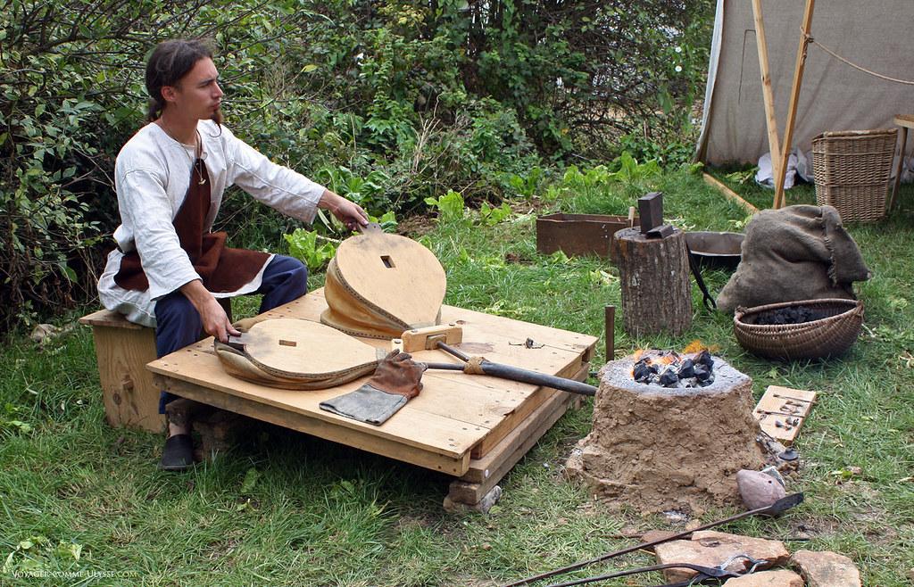 Atelier de forgeron, avec deux soufflets