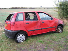APRIL 1999 FIAT PUNTO 1242cc 60 S T760BRN (Johns Car pictures and scans pages.) Tags: punto fiat crashed s 1999 abandonded april smashed wreck wrecked 60 bashed dumped 1242cc t760brn