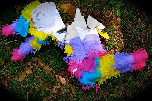 the crime scene...pobre pinata.