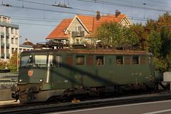SBB Lokomotive Ae 6/6 11438 Liestal ( Hersteller SLM Nr. 4262 - Baujahr 1957 ) am Bahnhof in Thun im Kanton Bern in der Schweiz (chrchr_75) Tags: train de tren schweiz switzerland suisse swiss eisenbahn railway zug bahnhof sbb september thun locomotive bern christoph svizzera berne chemin centralstation fer locomotora tog ffs juna berna bundesbahn lokomotive lok ferrovia spoorweg suissa 1109 locomotiva lokomotiv ferroviaria cff  2011 locomotief kanton chrigu  rautatie  schweizerische zoug trainen kantonbern brn  chrchr hurni chrchr75 bundesbahnen chriguhurni albumbahnenderschweiz2011 bahnhofthun hurni110924 albumzzzz110924ausflugderborence