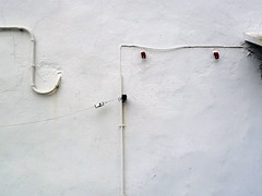 leggerezza (maartje jaquet) Tags: white france wall installation lightness paysbasque leggerezza italocalvino foundsculpture stpesurnivelle basquecounrty lichtheid sculpturetruve