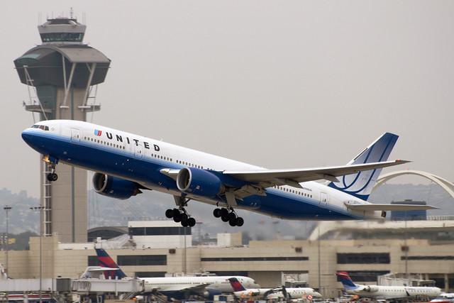 United Airlines Boeing 777-222 (N769UA)