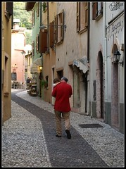 Italian Grandpa (Anna Che) Tags: street houses italy italia child malcesine grandgather