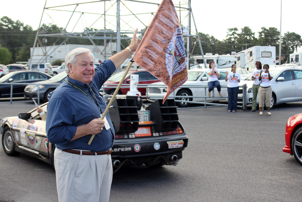 Chevrolet Fireball Run - Mayor Summey drops the flag