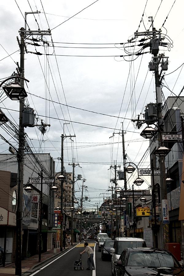 電線の多い商店街|滋賀県大津市