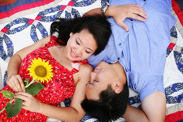 2011-10-4-SunflowerEngagement5