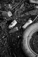 Dee debris (Daniel Cumisky) Tags: bw white black canon river scott 50mm photo high october walk tide debris chester 7d rubbish backwards flowing f18 dee tyre carling kelby 2011