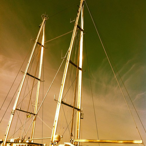 A masts. Stronger, shorter, faster. Rainbow Warrior 3.