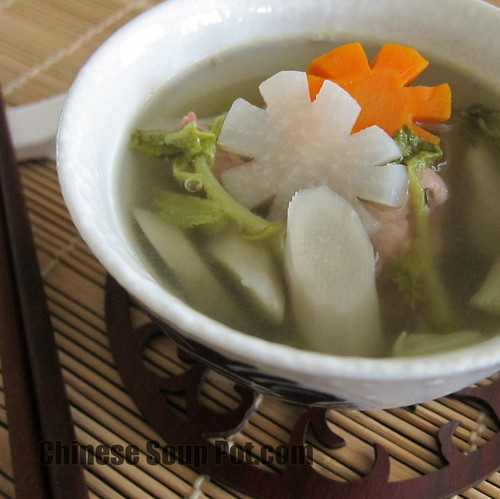 [photo-bowl of burdock daikon carrot pork soup]