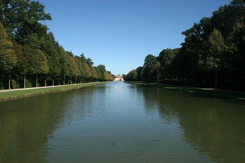 Blick über den Kanal Richtung Lustheim