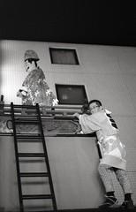Atop the matsuri float, Akasaka matsuri (View Master 187) Tags: camera japan start tokyo soviet rodinal russian matsuri akasaka fujineopan400 ctapt
