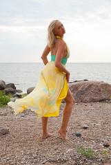летом на пляже (andrey.salikov) Tags: people portraits catchycolors neibade saulkrastunovads latvia женщина лето море залив вода небо облака жж