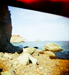 Escullos (Zé.Valdi) Tags: sea beach mar holga lomo lomography xprocess spain crossprocess playa cabodegata almera