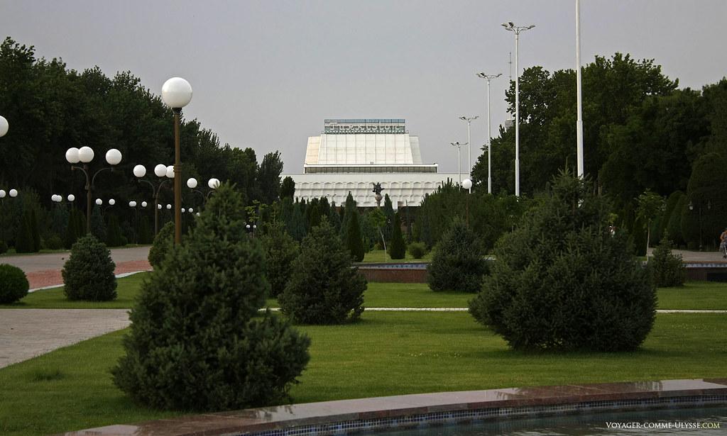 Une salle de concert, le Turkiston Palace