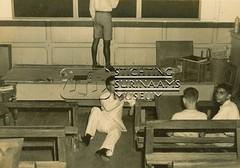 Wim Bos Verschuur, leerkracht zonder stoel.