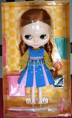 Open box! :))))) Isn't she pretty? ;)