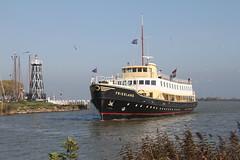 Varend monument: het ms Friesland (Kees Wielemaker) Tags: ferry terschelling stoomtram medemblik friesland enkhuizen harlingen veerboot schip motorschip bootdienst museumstoomtram hoornmedemblik