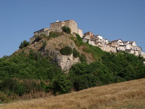 La ciudad de Pietrelcina vista de lejos