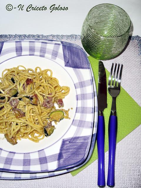 Taiarin con zucchine speck pesto mandorle e olive
