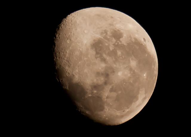 20110917 Waning Gibbous Moon-3