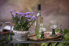 happy weekend! (Sabinche) Tags: stilllife flower glass wne
