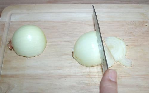 11 - Zwiebel grob schneiden