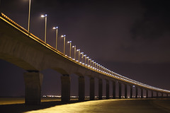 Le pont de l'le de R ~ Charente-Maritime ~ France (emvri85) Tags: bridge nightshot pont 17 larochelle nuit r ileder bac charentemaritime rivedoux poitoucharentes lapallice nikkor85mmf14 leefilters rivedouxplage