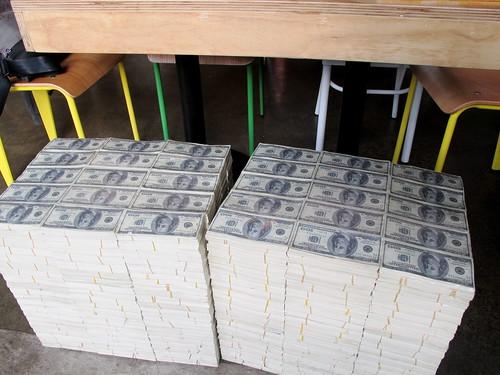 El Capo cash stool