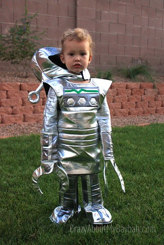 6167675924 e21ba712d4 Suit Up for Those Spooky Halloween Knights | Chasing Fireflies Costume @chasenfireflies