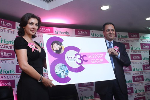 Actress Lisa Ray, Mr. Aditya Vij, CEO, Fortis India unvelling Fortis 3C Cancer Support Group