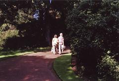 Royal Botanic Garden (norromingenstans) Tags: light film couple edinburgh path analogue royalbotanicgarden
