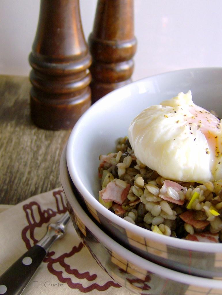 Ensalada de lentejas y huevo poché